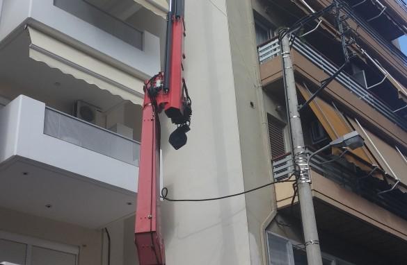 Ανυψωση ηλιακου θερμοσιφωνα στον 6ο οροφο